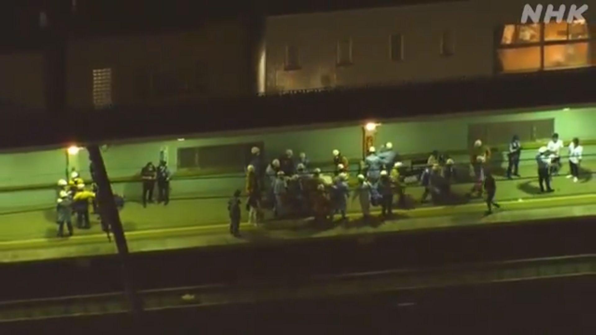 日本東京火車持刀襲擊案 至少10人受傷
