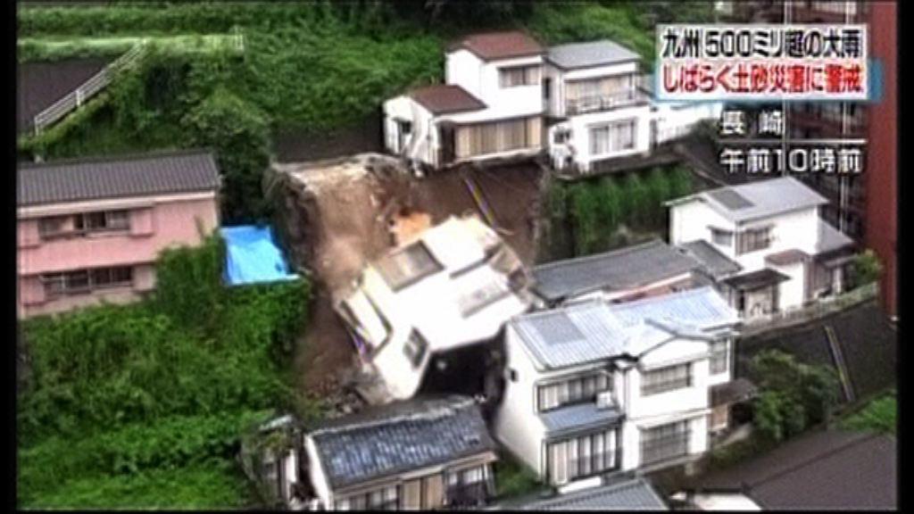 日本長崎暴雨 有樓房地基流失倒塌