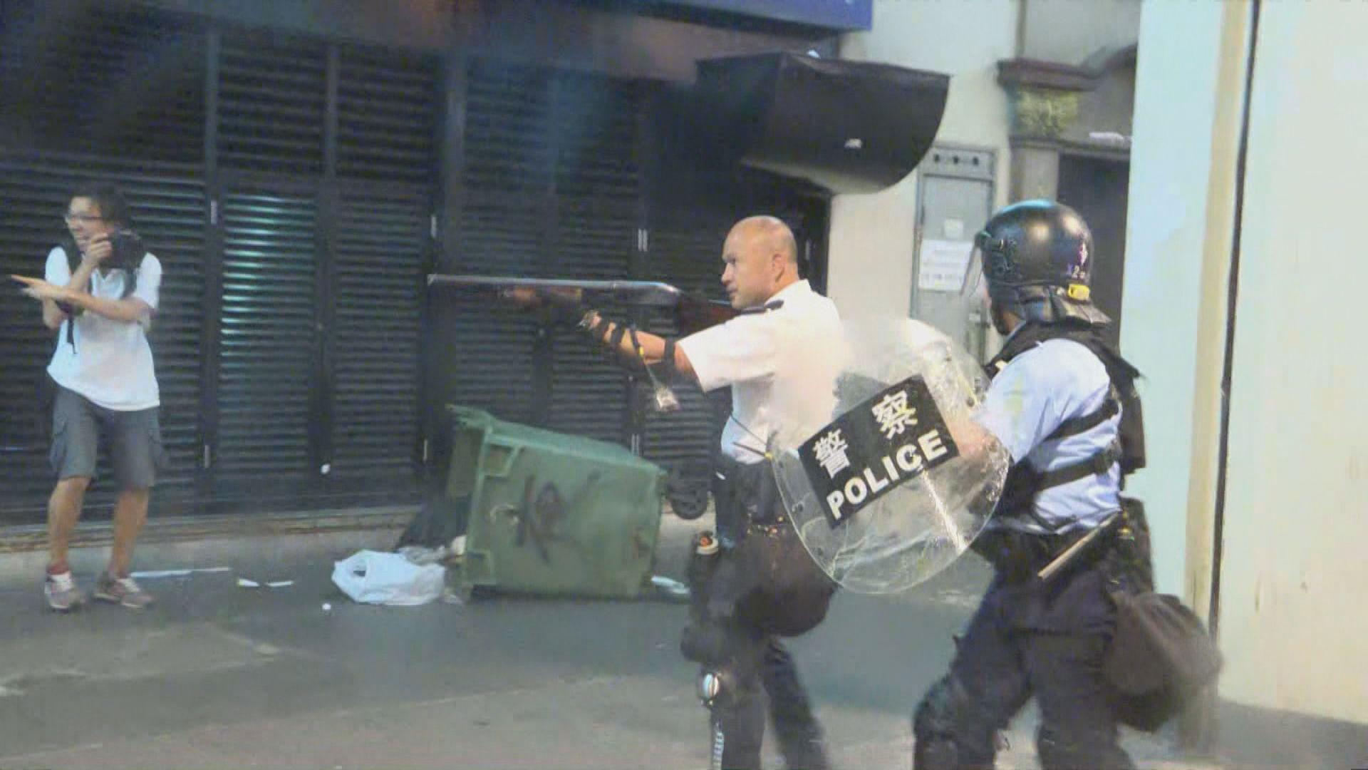 防暴警察驅散葵涌警署外示威者 雙方爆衝突