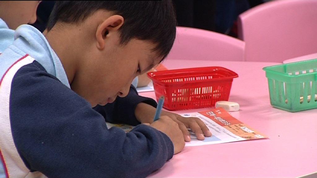 幼稚園指引列明幼兒不應執筆寫字