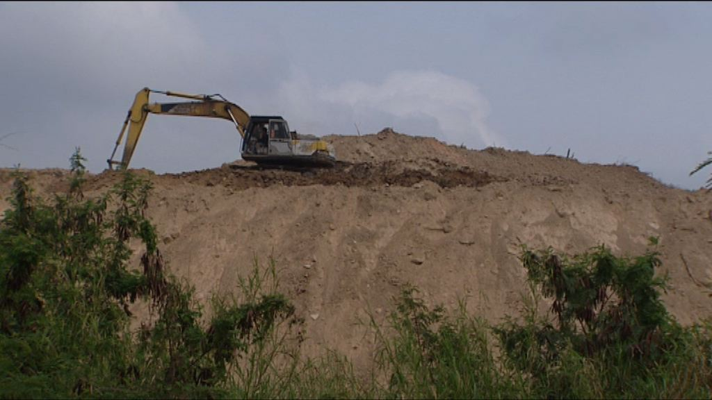 政府對天水圍泥頭山採取執法行動