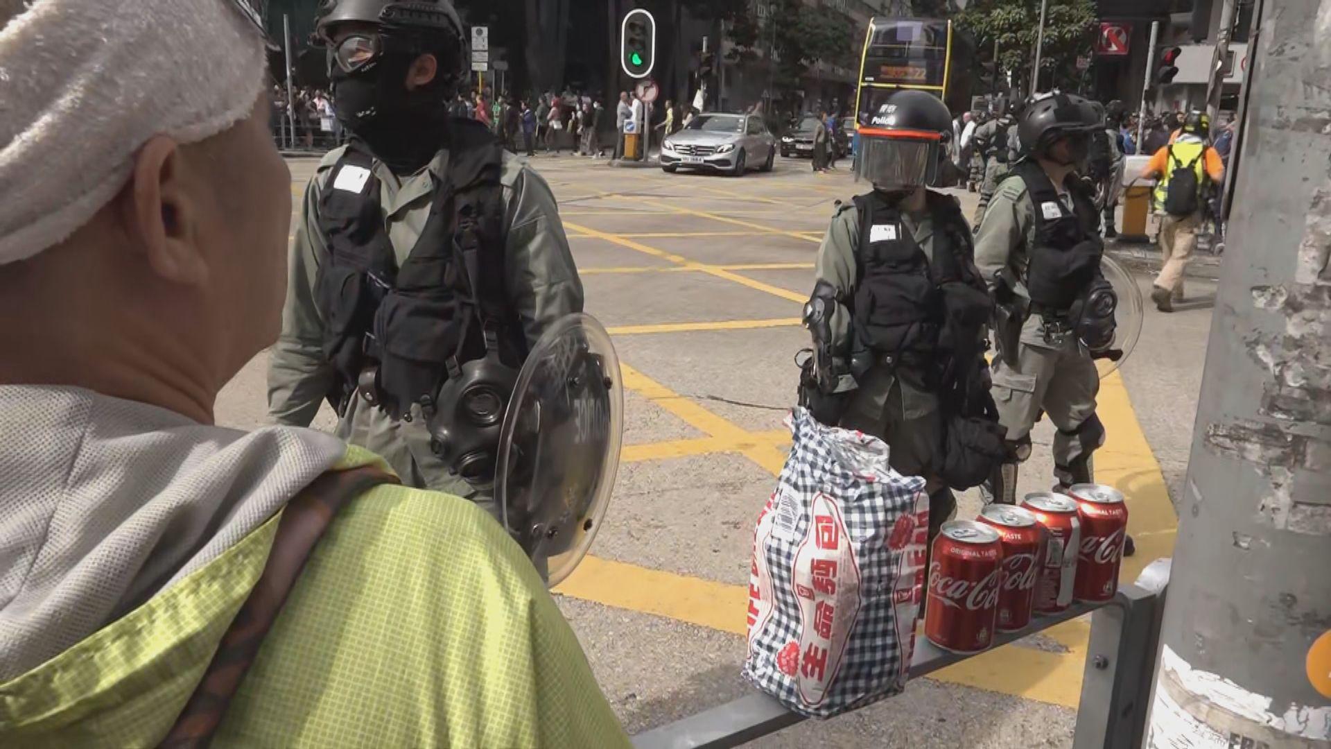 九龍灣午飯快閃遊行 警方一度舉藍旗警告