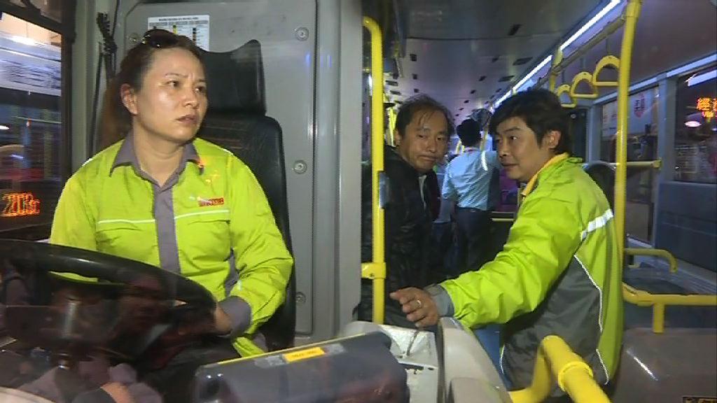 有九巴職員到場要求參與工業行動司機交出車匙