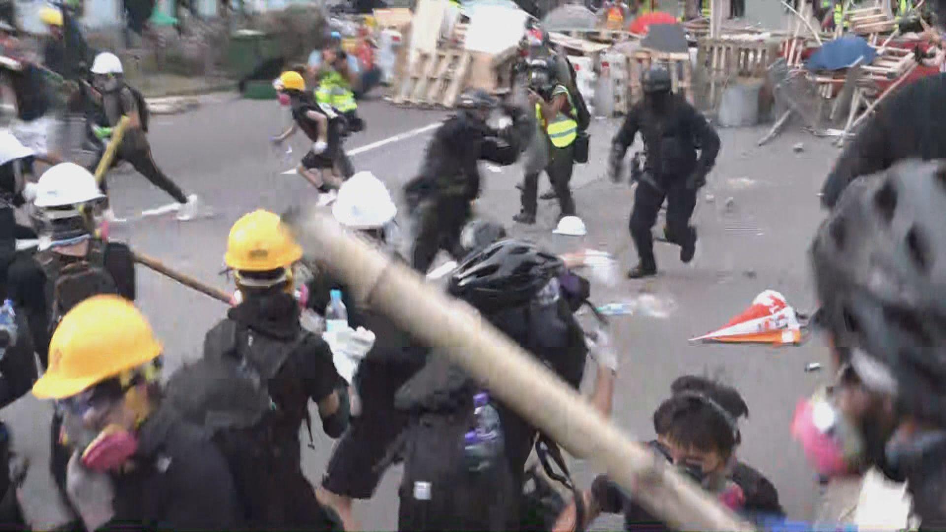 警方下午驅散牛頭角警署附近示威者