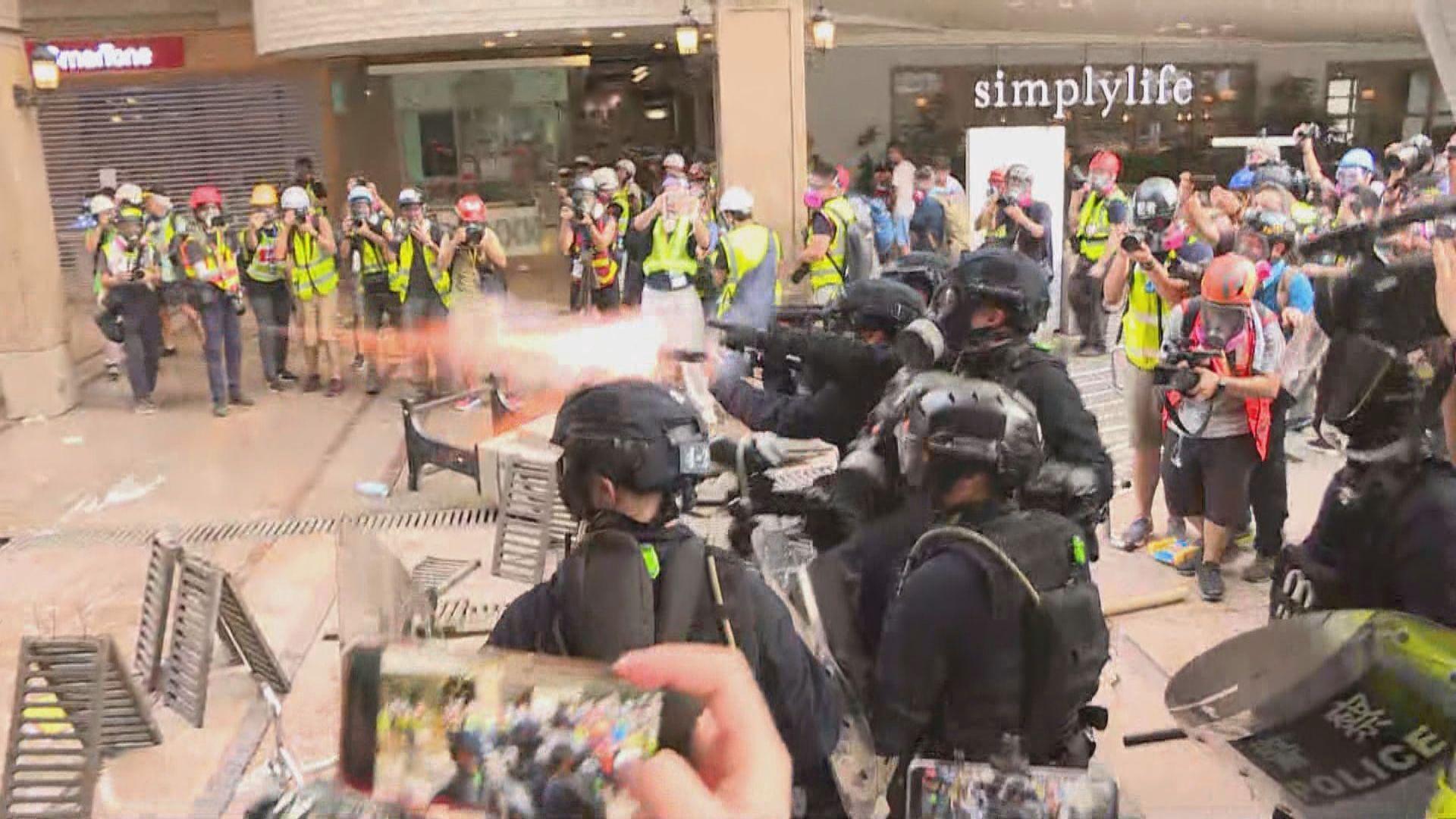 德福花園平台警民對峙 警放催淚彈