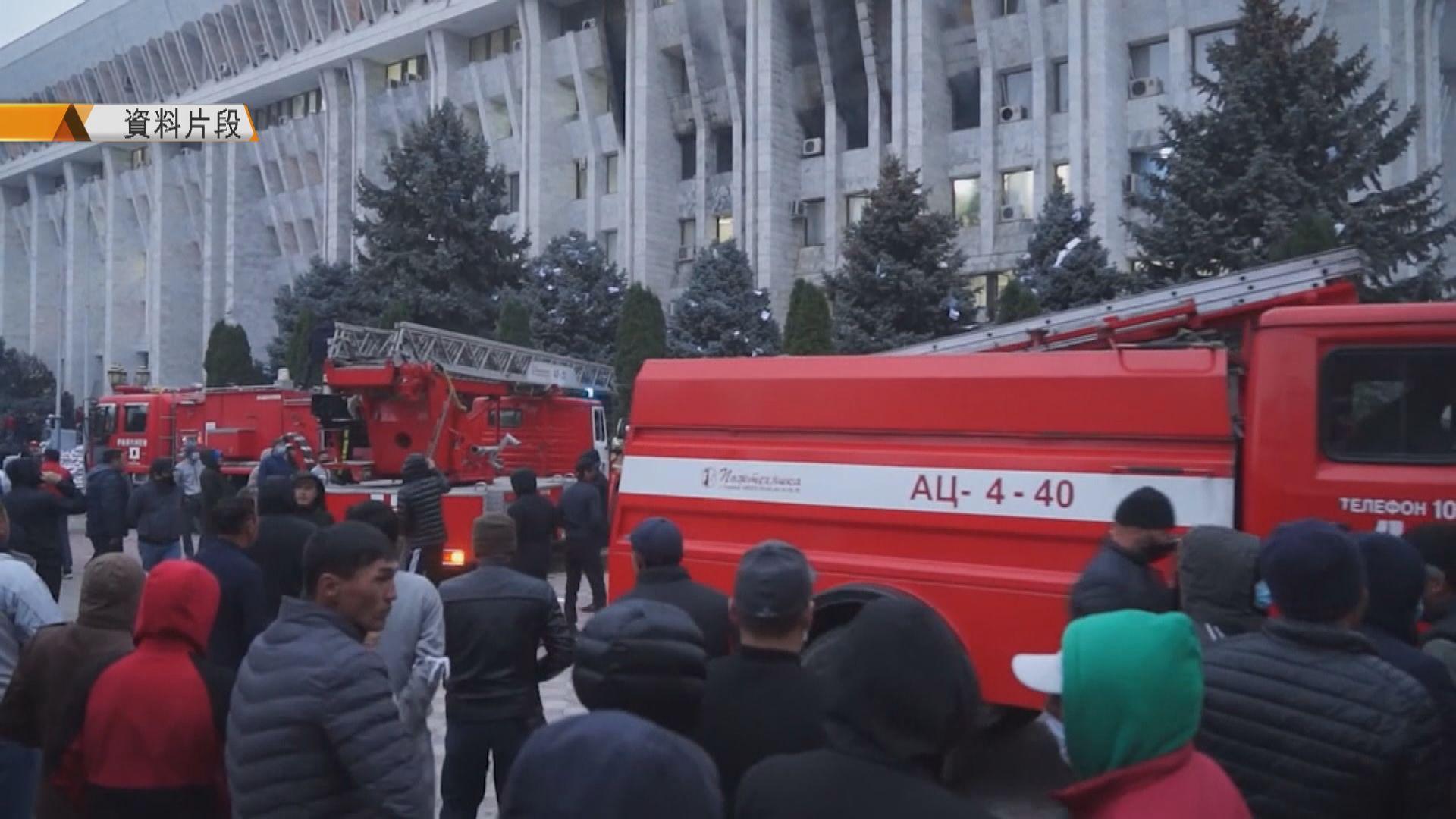 吉爾吉斯抗議國會選舉舞弊示威持續 總理和國會議長辭職