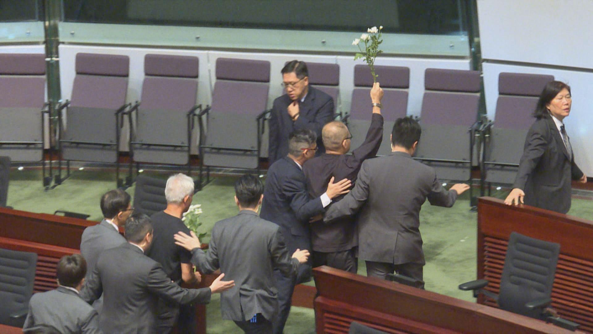 施政報告答問會 十多名民主派議員被逐