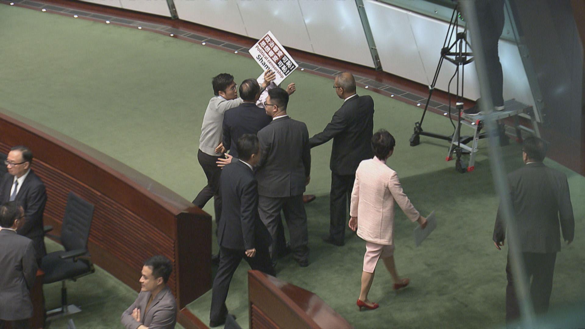 林鄭立會質詢時間遇示威取消 上任後首次