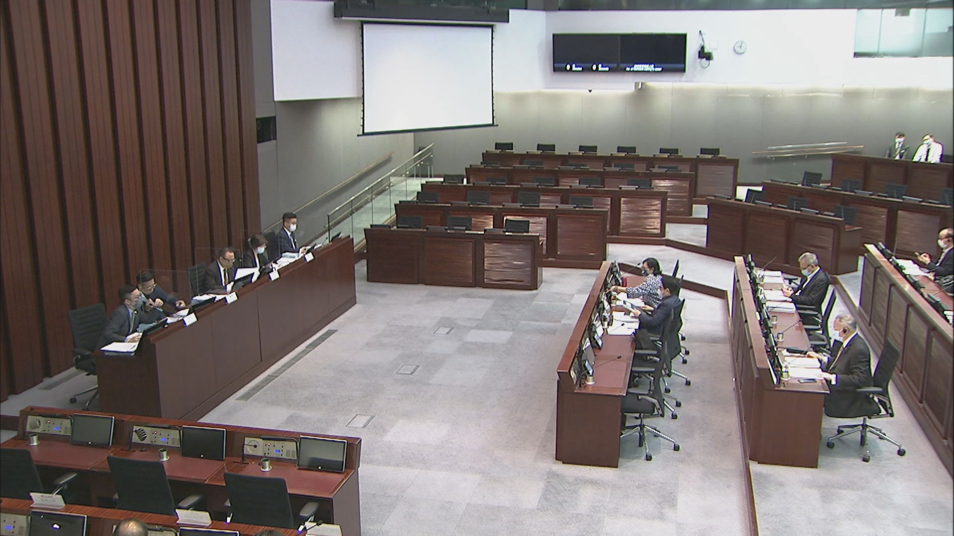 政府提修正案 每名選委最多可以不同身份提名五人