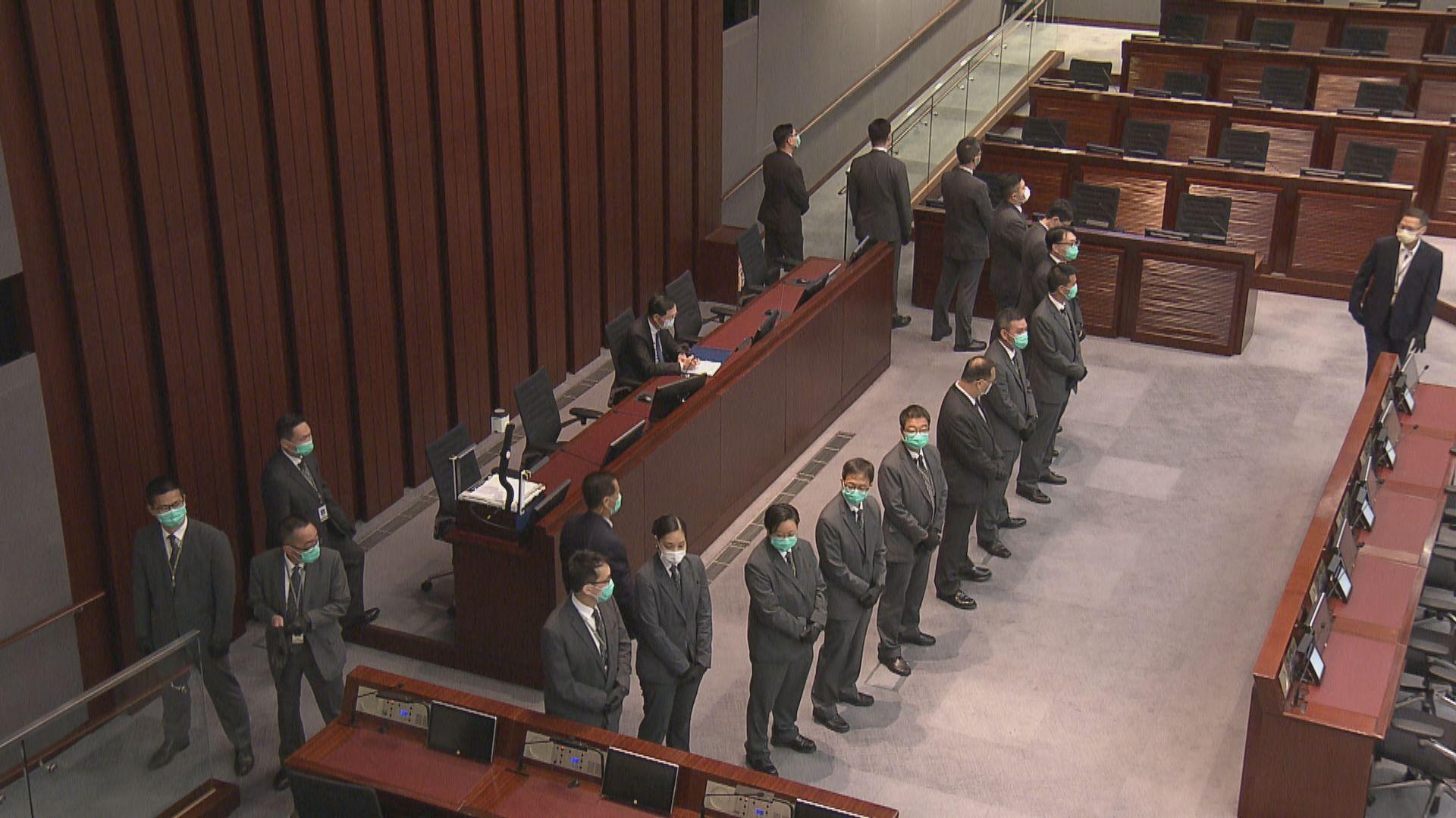 內會主席選舉 主持陳健波一早坐上主持位置