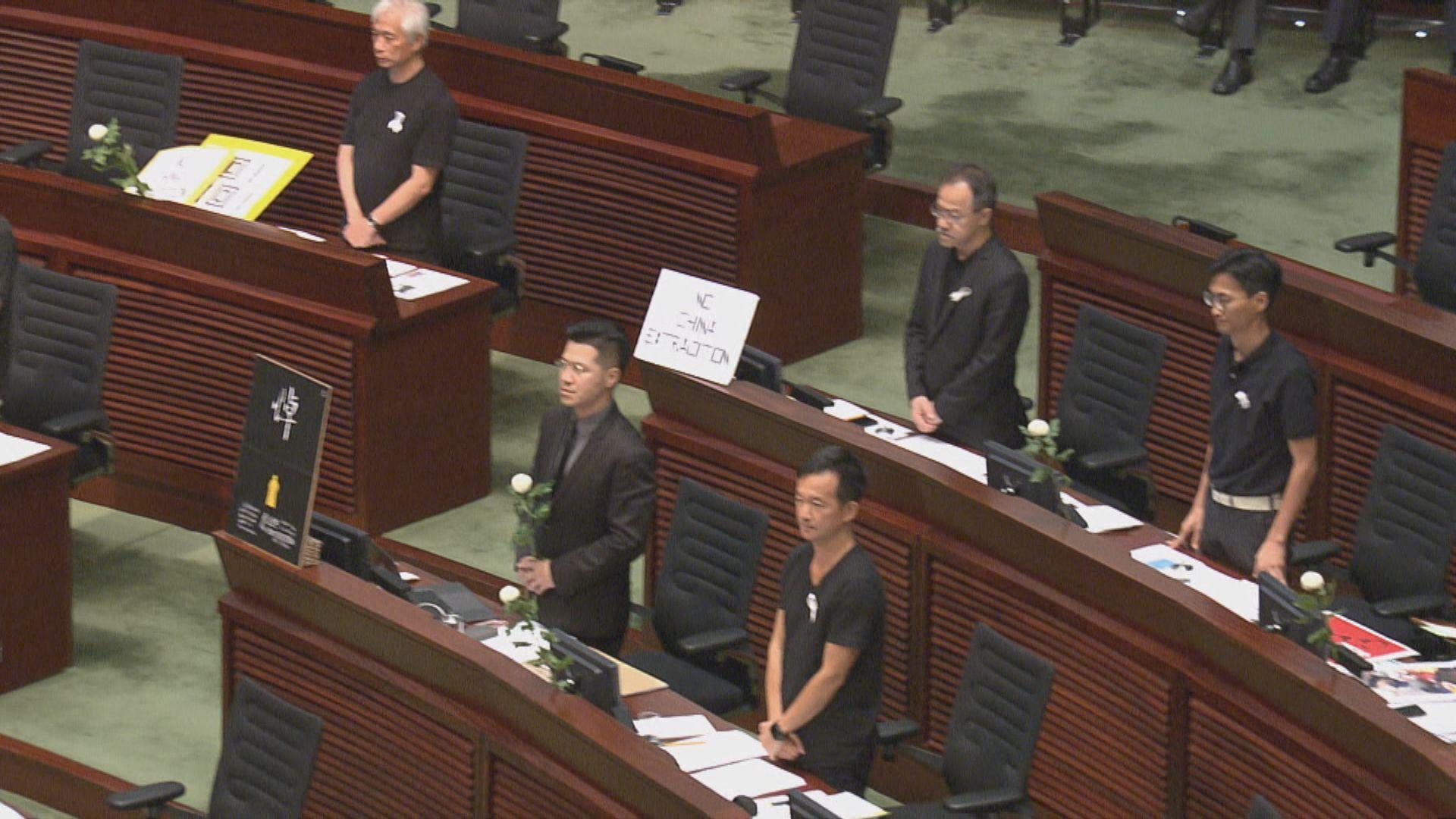 民主派立法會大會為墮樓示威者默哀