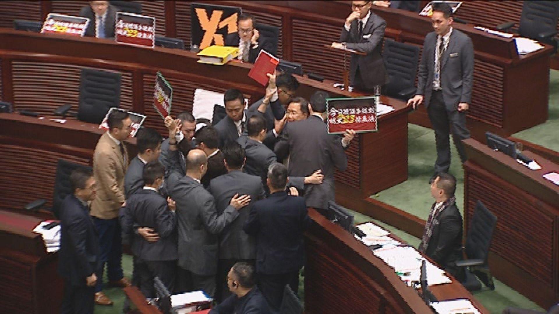 議員被逐離場或被禁參與日後會議