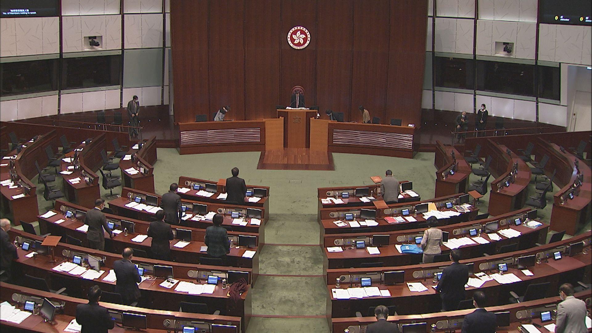 議事規則委員會主席謝偉俊否認是趁民主派不在議會而修改議事規則