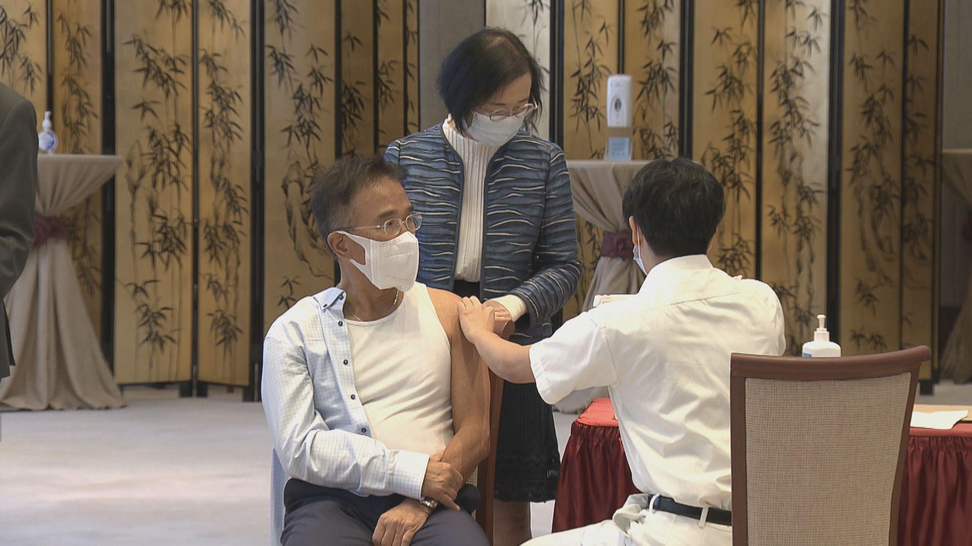 多名議員立法會接種流感疫苗