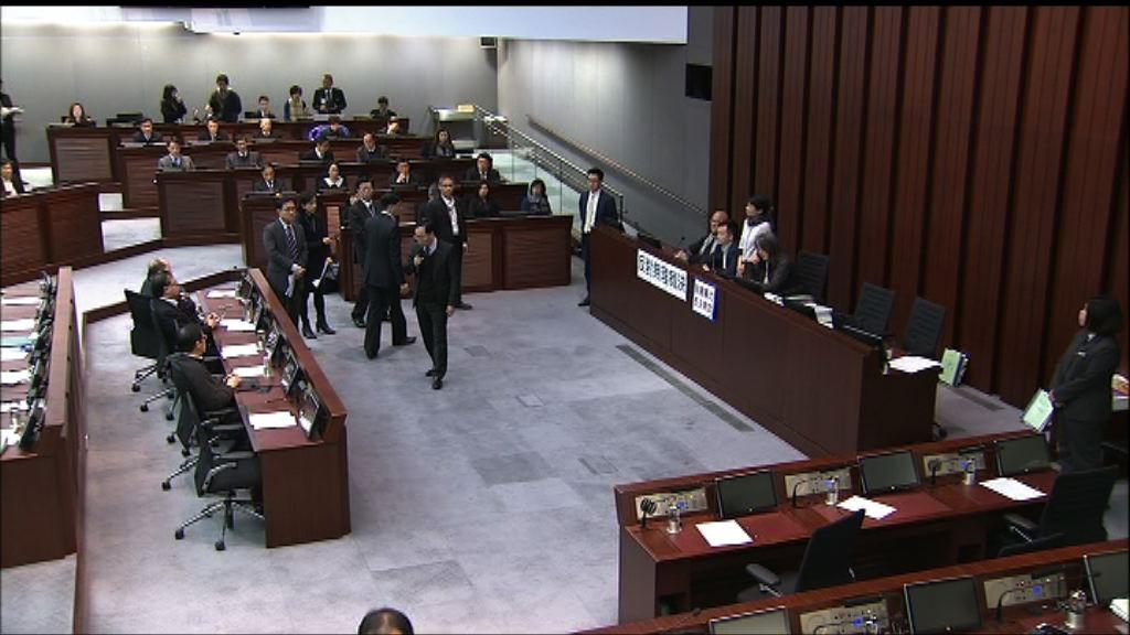 財委會泛民繼續佔據主席台