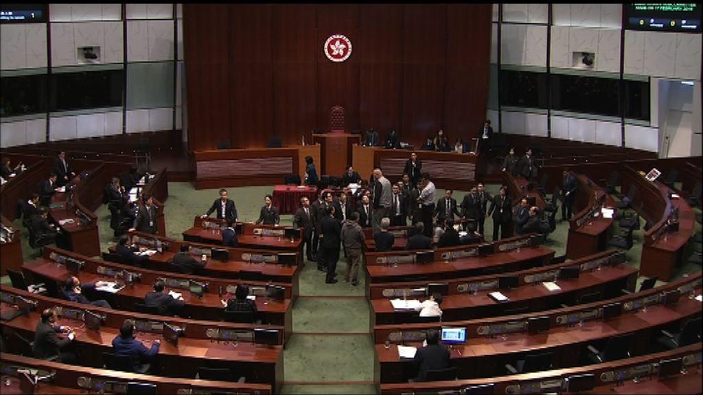 立法會財委會會議提早結束