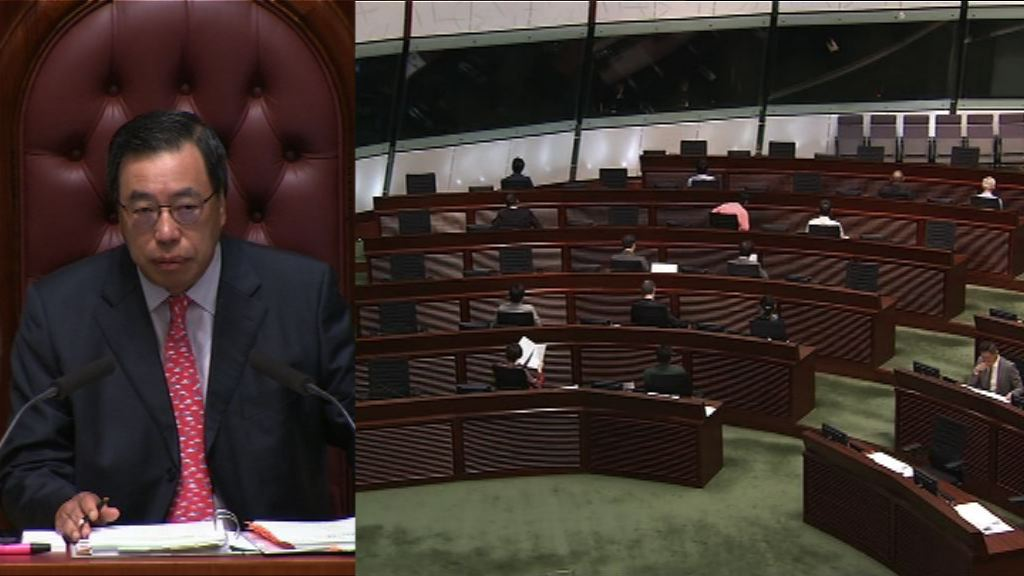 泛民議員背向梁君彥示威抗議主席濫權