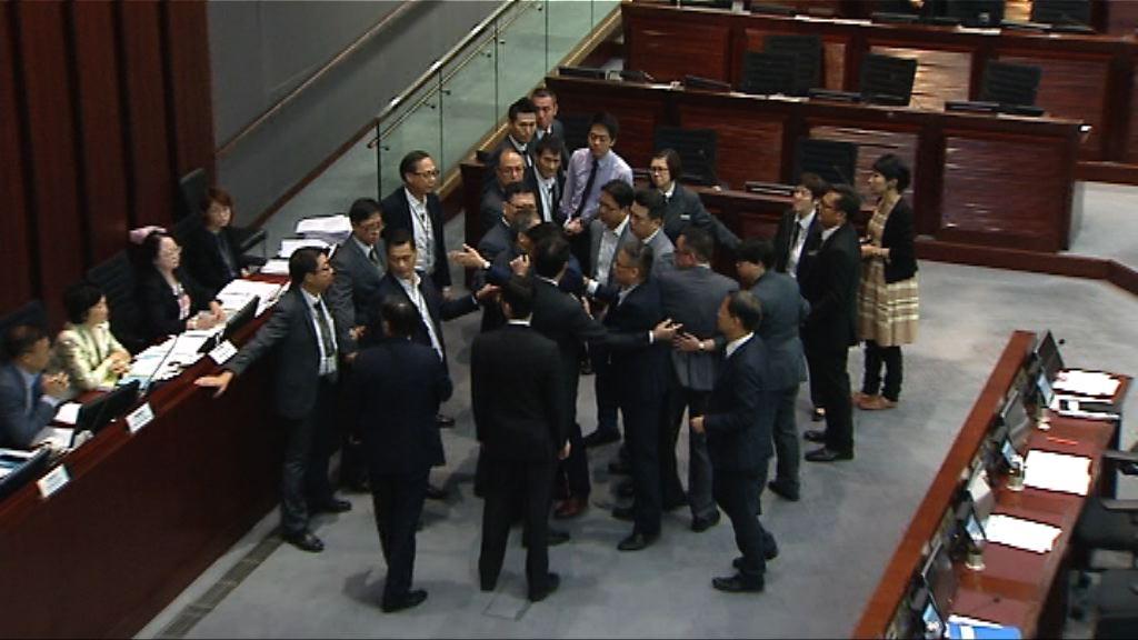 一地兩檢委員會會議 民主派三人被逐出會議室
