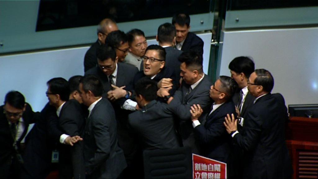 立會審一地兩檢 林卓廷尹兆堅被逐離議事廳