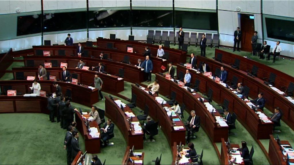立法會審議議員提出一地兩檢修正案