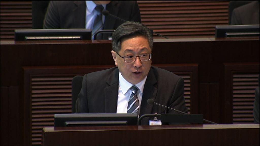 盧偉聰:難要求警員暫不截車協助執法