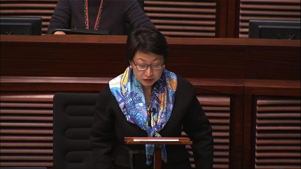 鄭若驊首赴立法會 民主派促下台