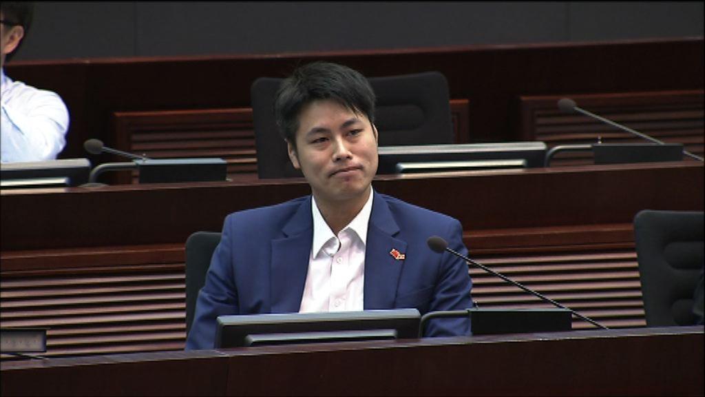 周浩鼎出缺委員席位由何俊賢填補