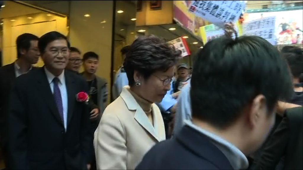 林鄭月娥到勞工界新春酒會遇示威