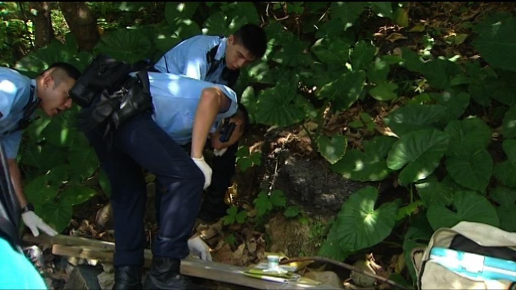 林子健案 警方到西貢海灘帶走證物