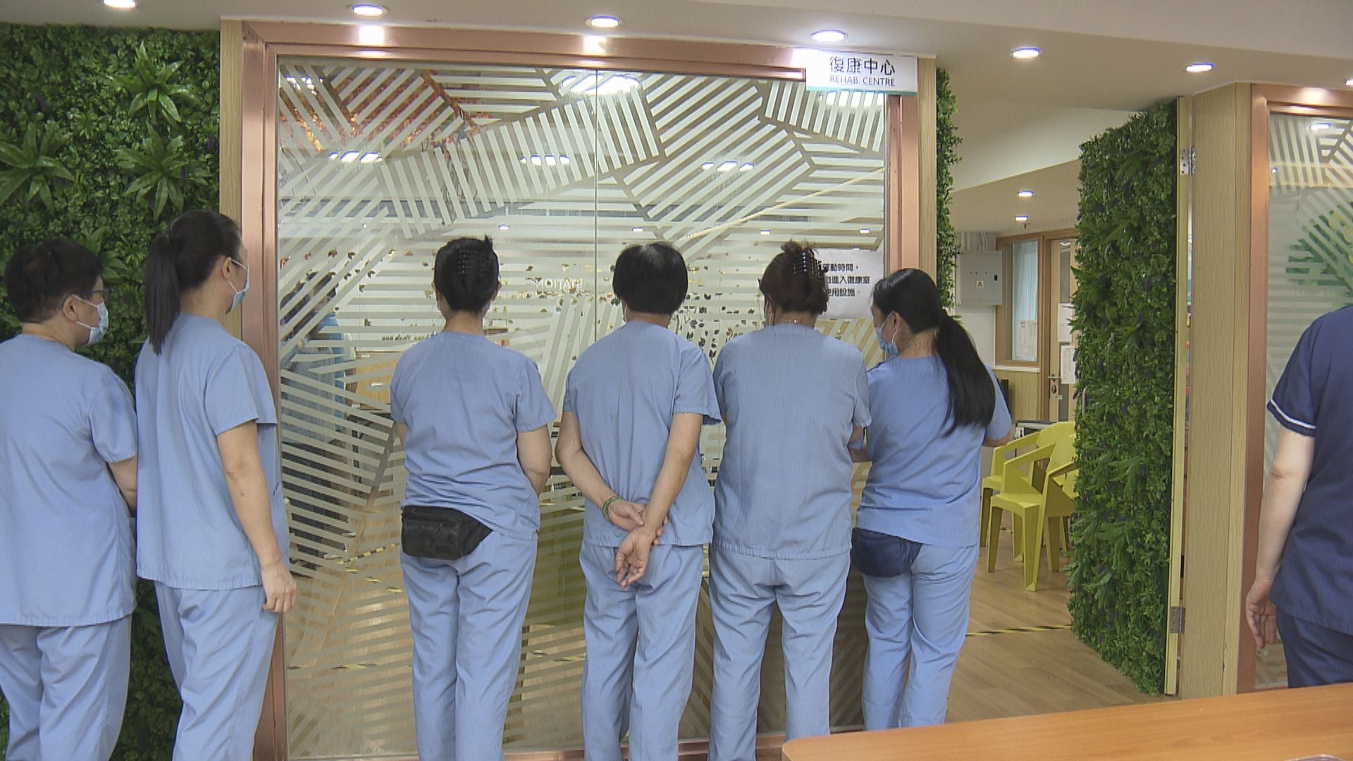 政府擬強制院舍員工每七天檢測一次 社聯要求維持兩周一檢
