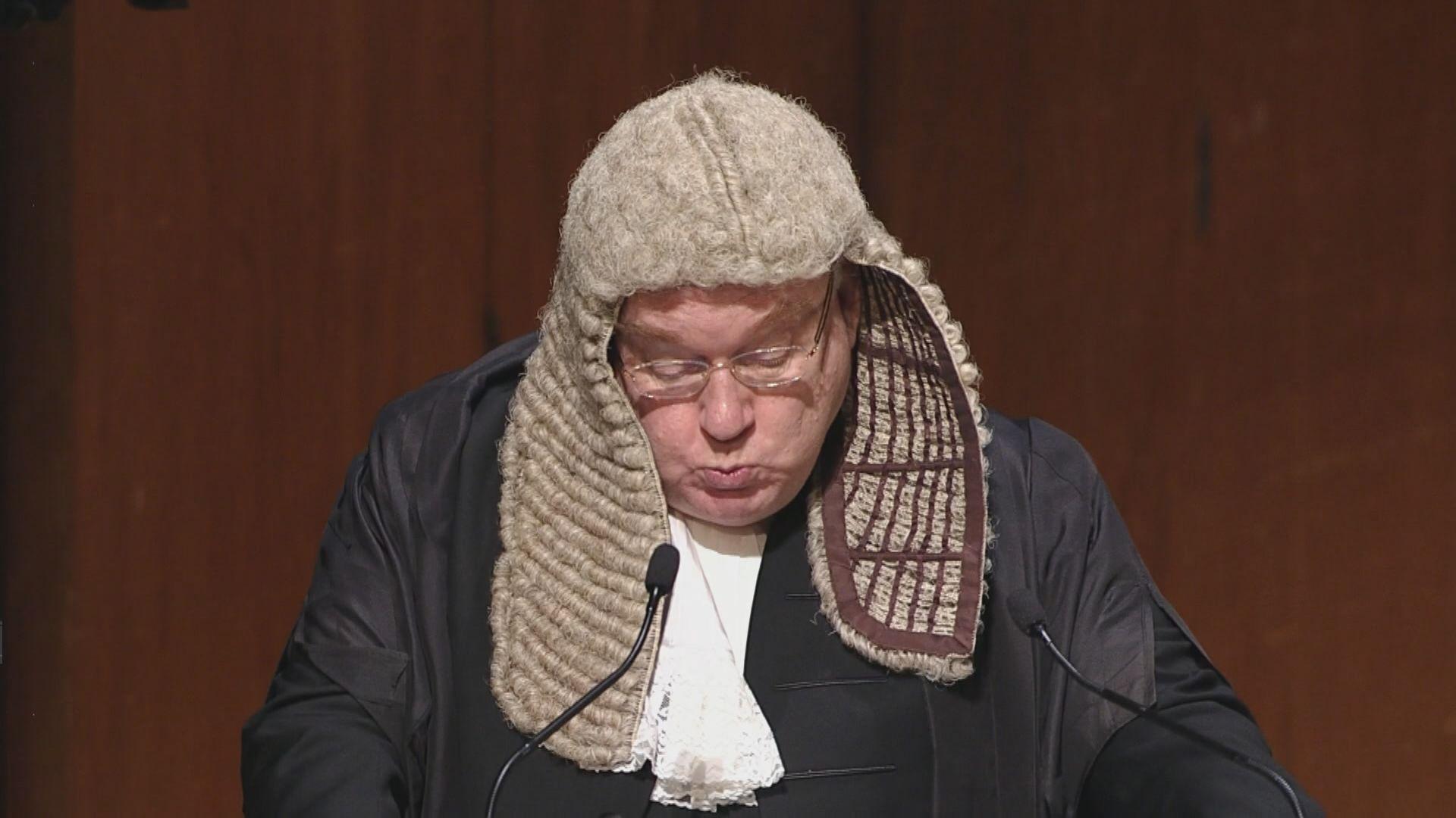 戴啟思認為律政司的檢控決定應同時考慮公眾利益