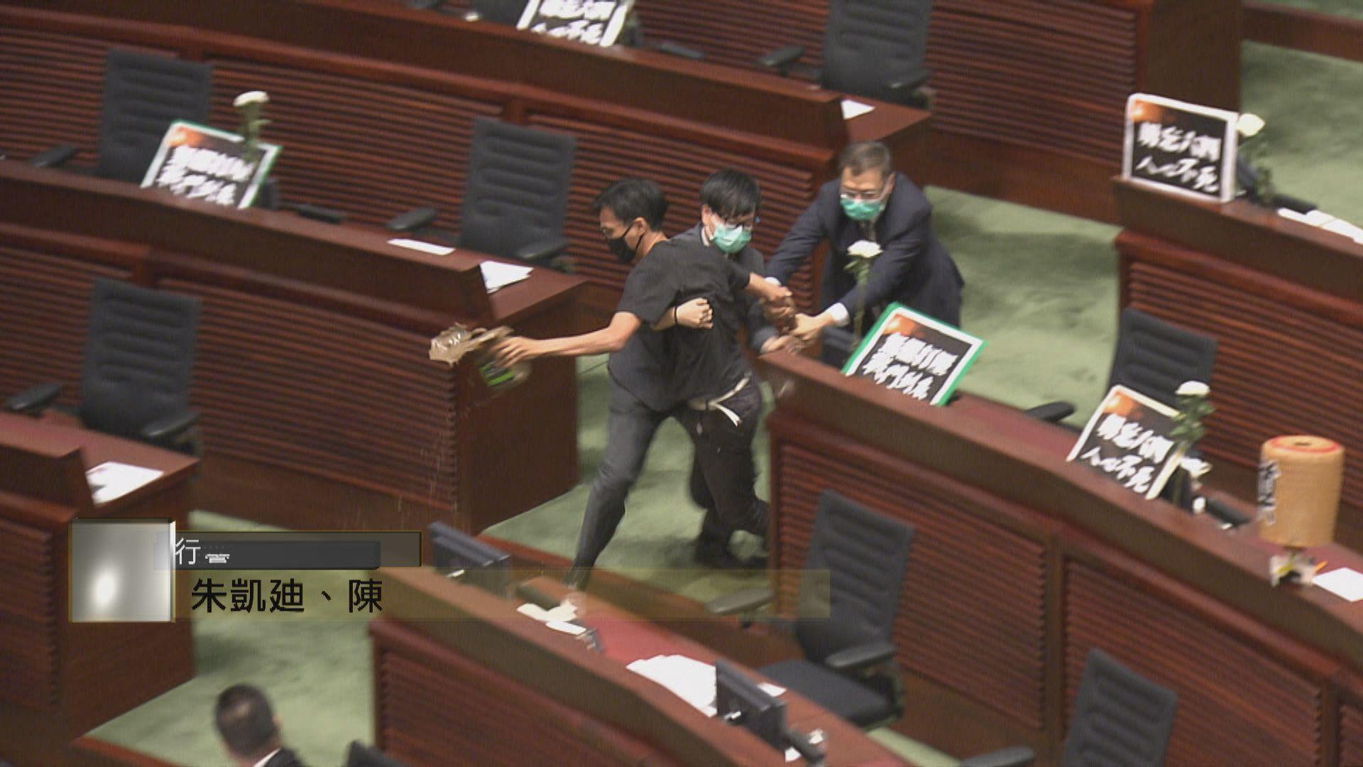 立法會行管會向三名曾用發臭物品抗議的民主派議員追討維修費