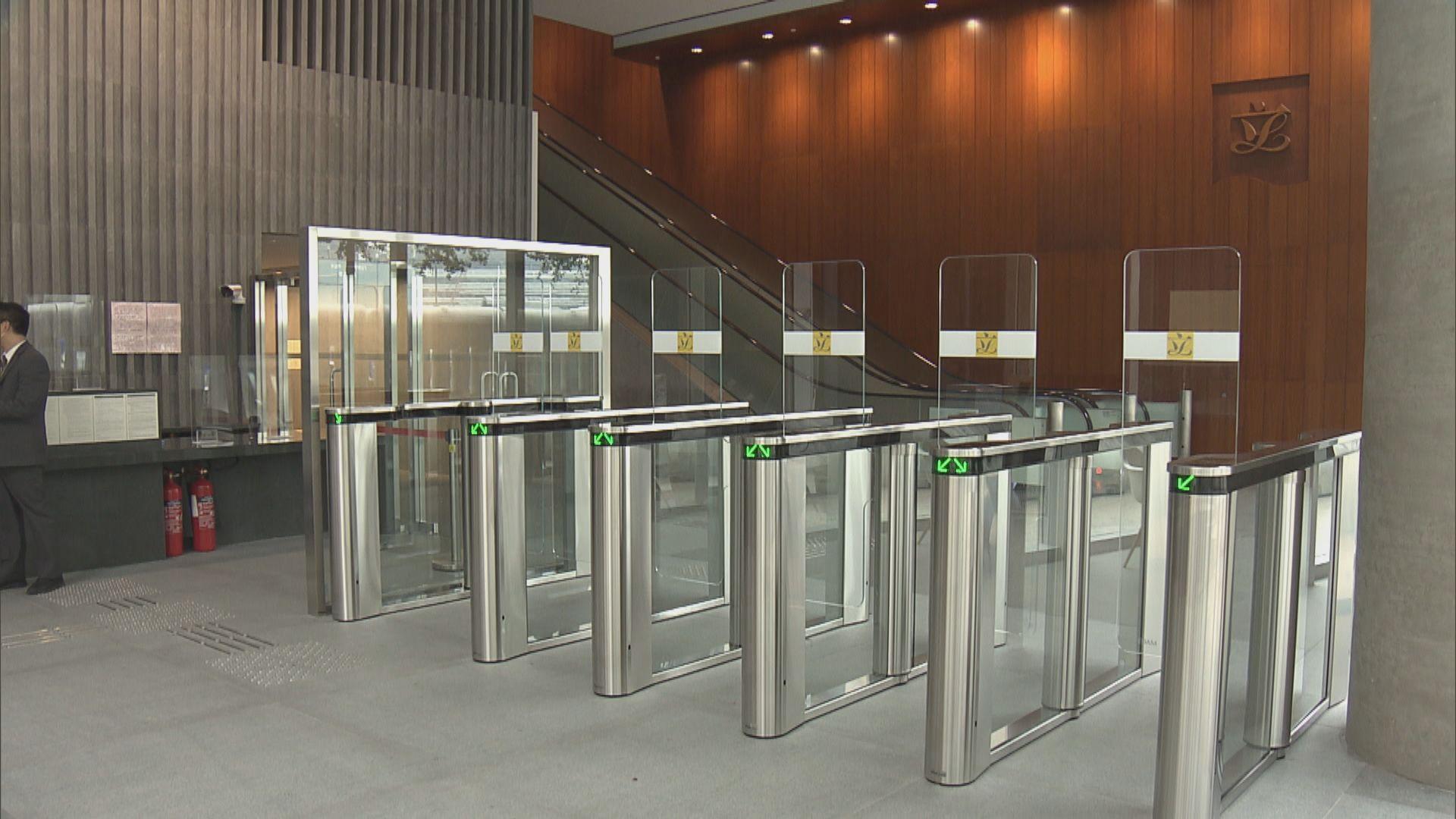立法會大樓加強保安 加裝多部入閘機及圍欄