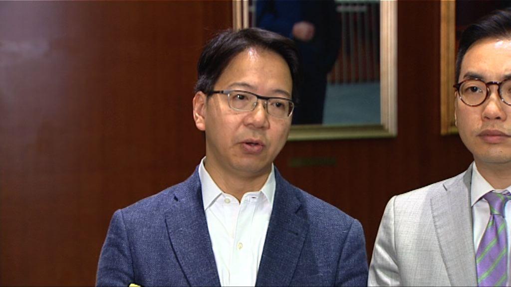 莫乃光:民主派不滿政府讓路一地兩檢議案