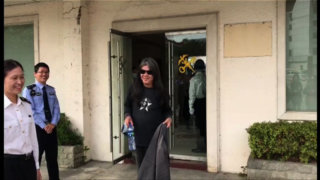 立法會考察東江水 梁國雄一度被關員查問