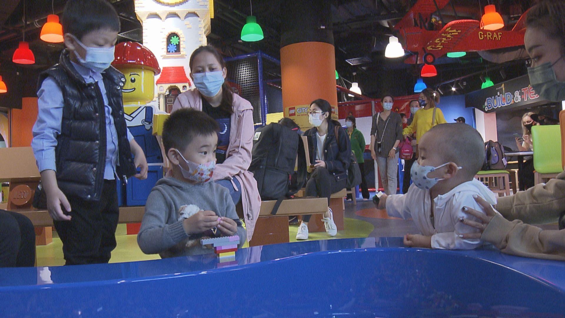 大型室內主題樂園開幕 專家提醒入場人士注意社交距離