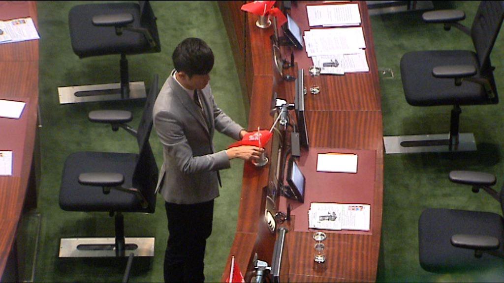 調查委員會:鄭松泰倒插國旗區旗應予譴責