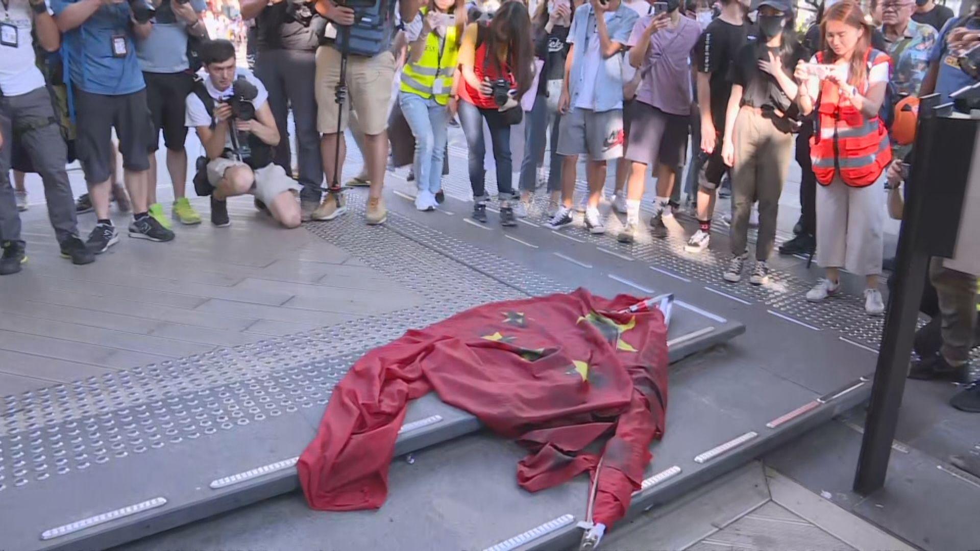 中聯辦:嚴厲譴責侮辱國旗等違法行徑