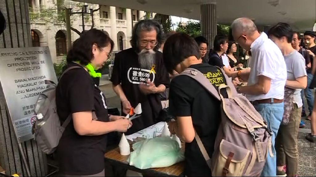 支聯會舉行集會和遊行悼念劉曉波