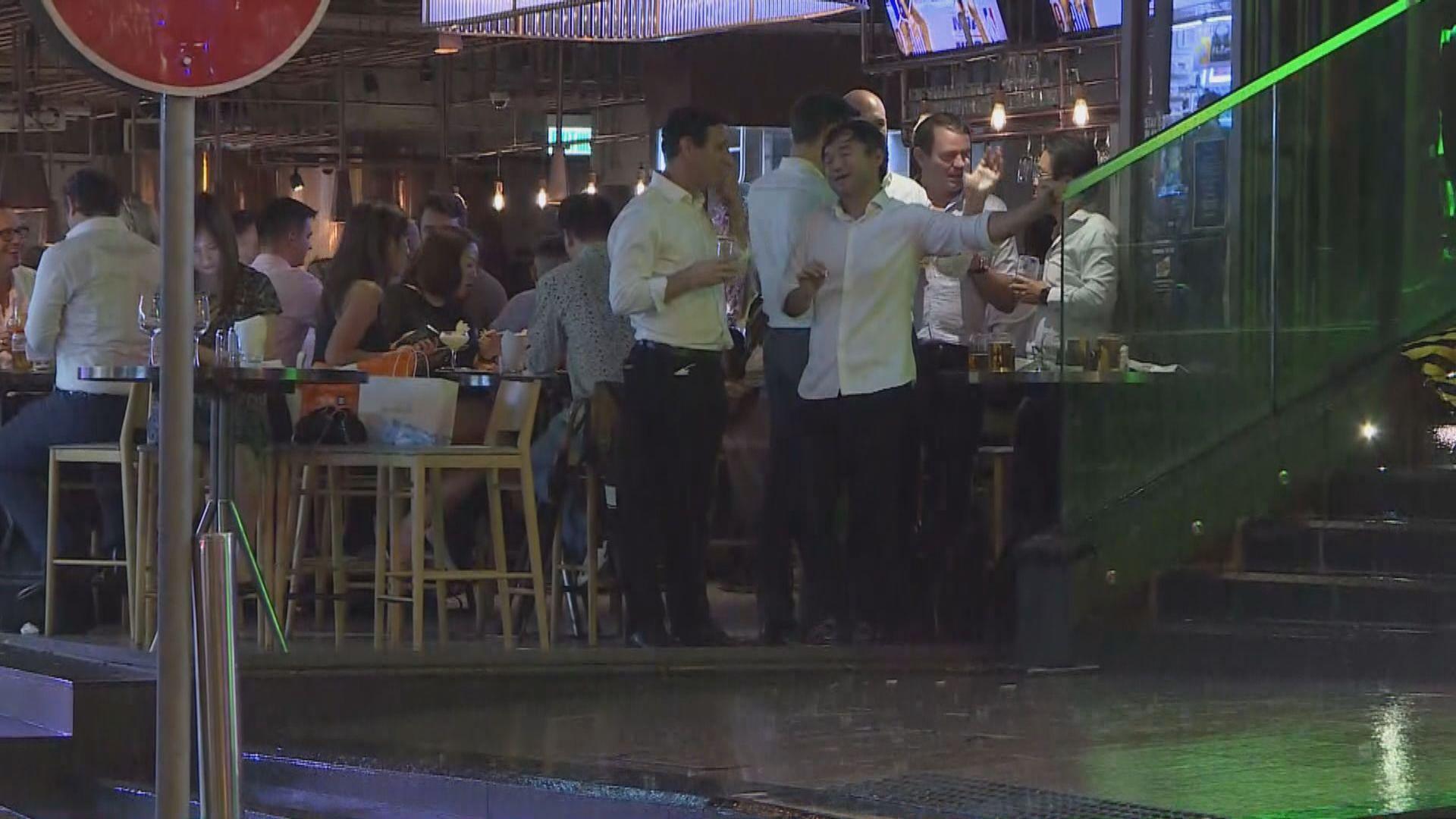 食環巡蘭桂坊 7食肆酒吧涉違防疫措施