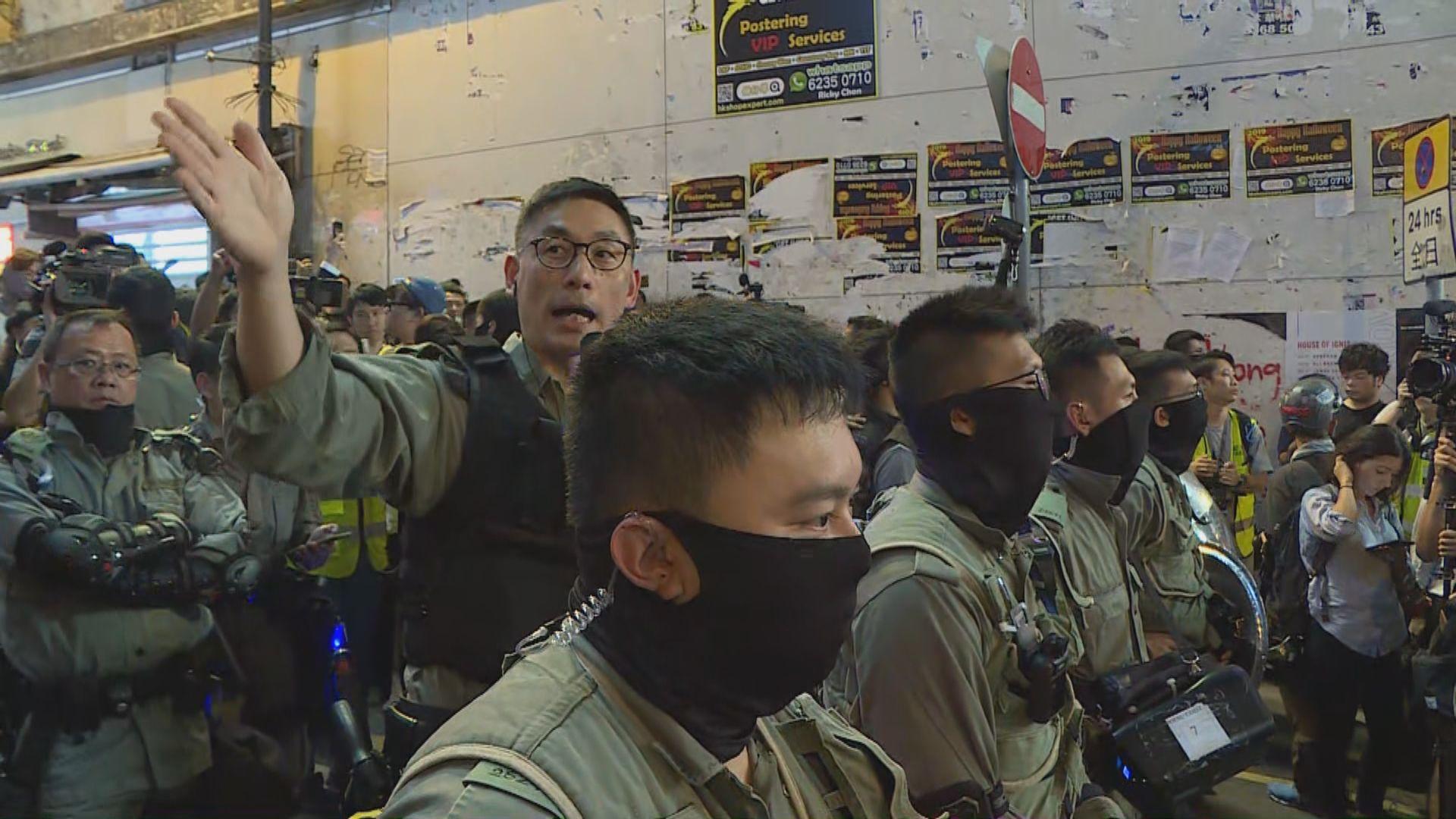 警方廣播指蘭桂坊範圍已封閉