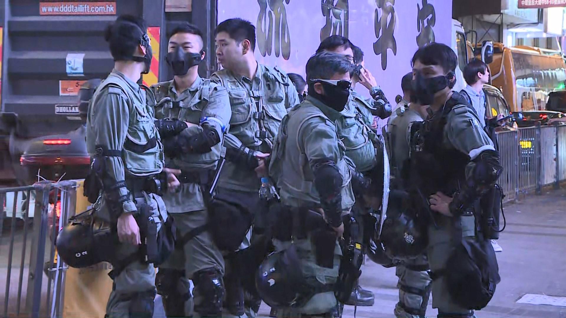 防暴警察在蘭桂坊附近戒備
