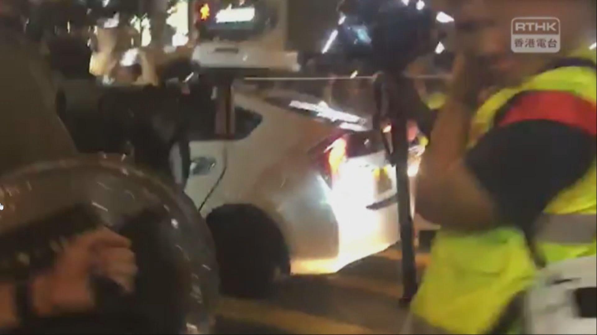 港台攝影記者蘭桂坊兩度被警員正面噴胡椒水