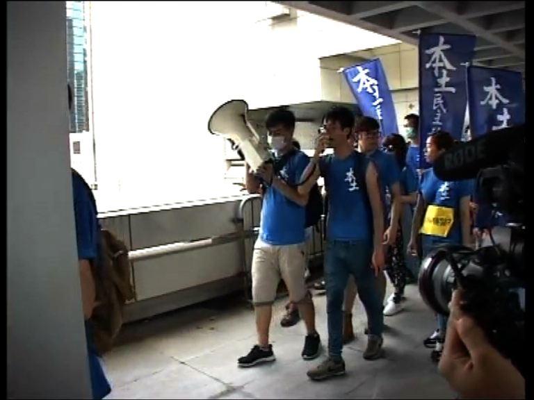 本土派遊行不滿反水客示威者襲警罪成