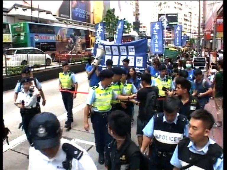 本土派周三到法院聲援以胸襲警案