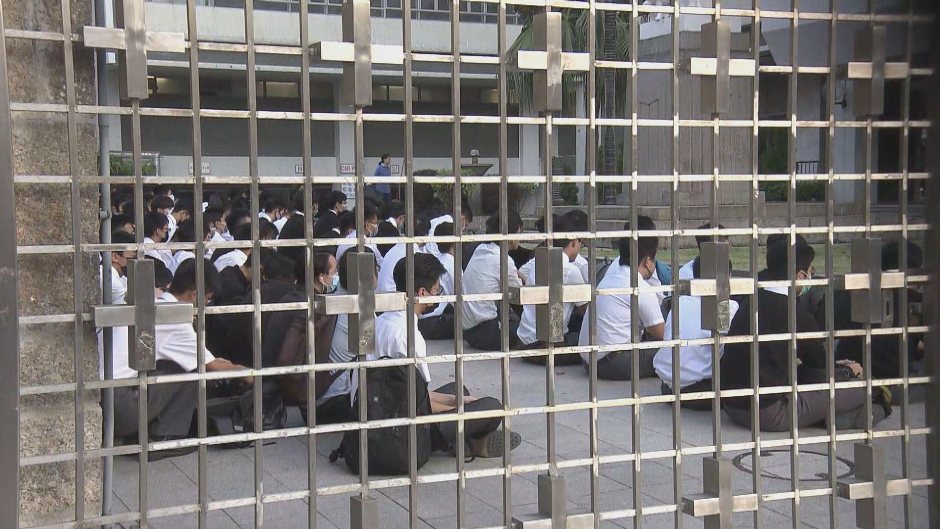 喇沙書院學生發起靜坐聲援被捕學生