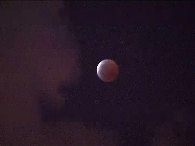 維港上空多雲未能清晰見到月全食