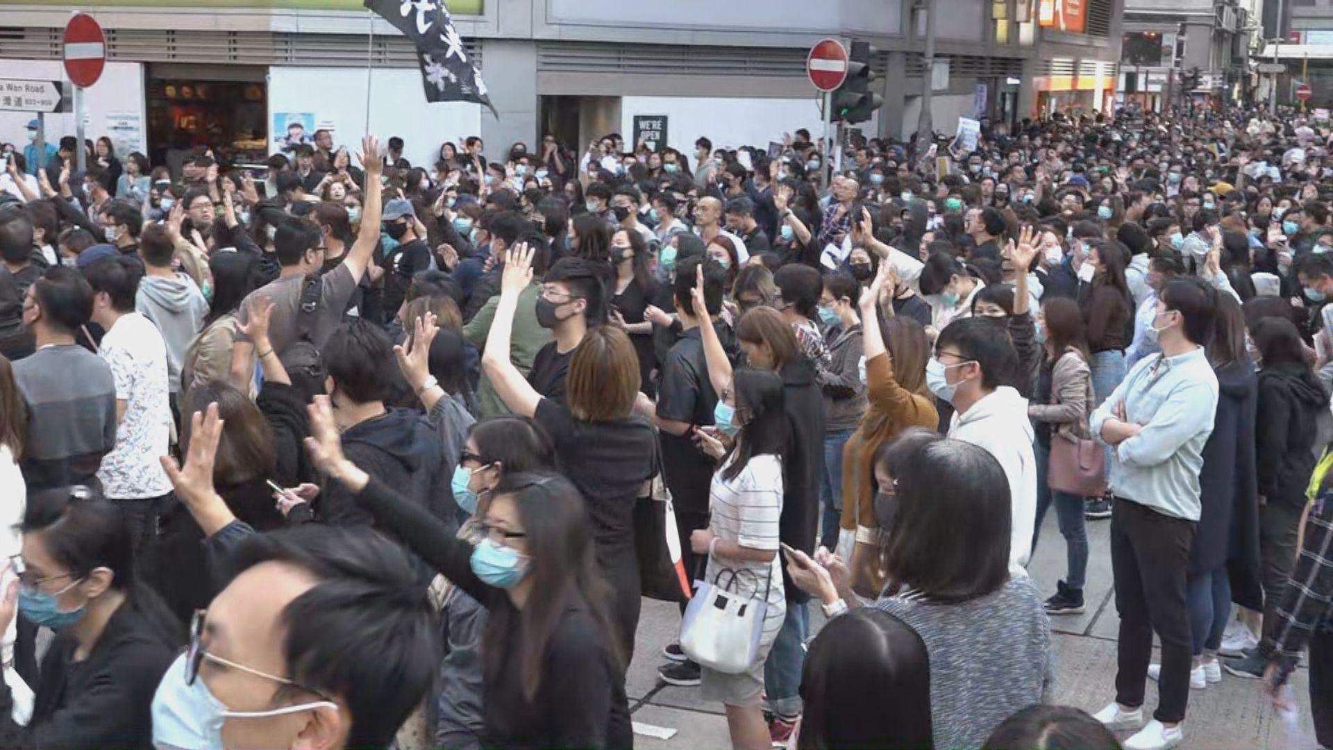午飯時間多區有人街頭聚集