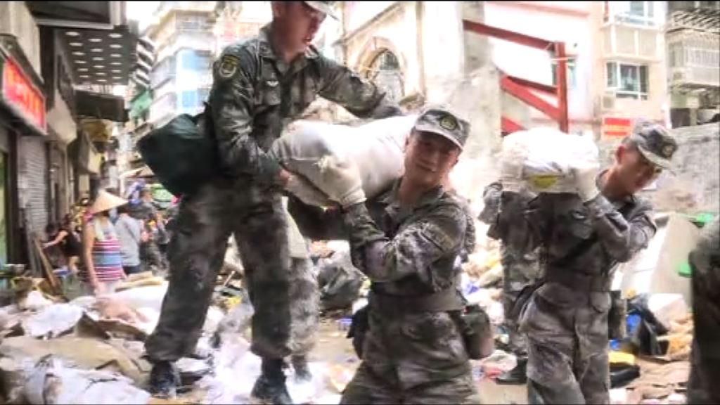 澳門駐軍協助救災 加快清理進度