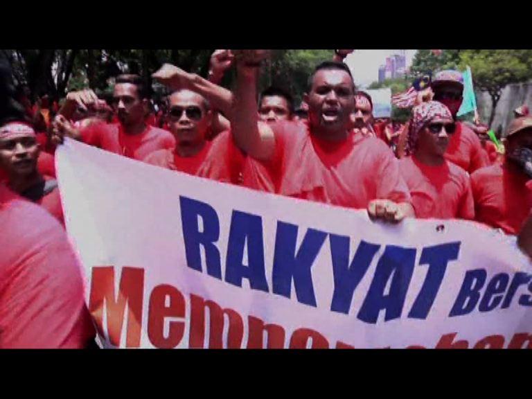 馬來西亞數萬民眾集會挺納吉布
